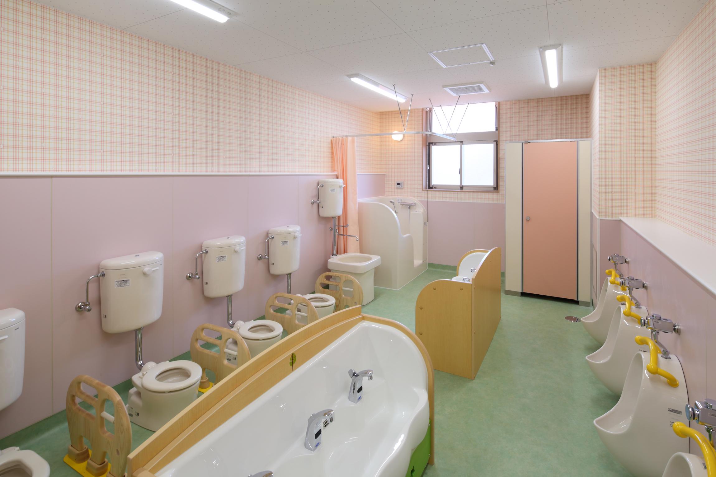 1階 児童用トイレ